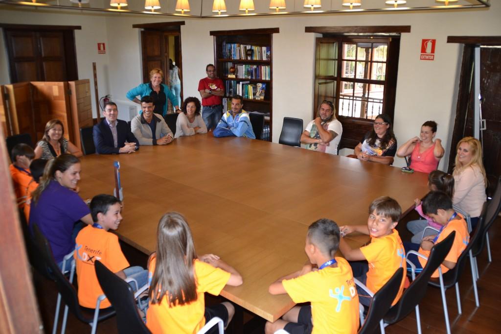 El alcalde felicita al equipo benjam n de f tbol sala del - Colegio aparejadores tenerife ...