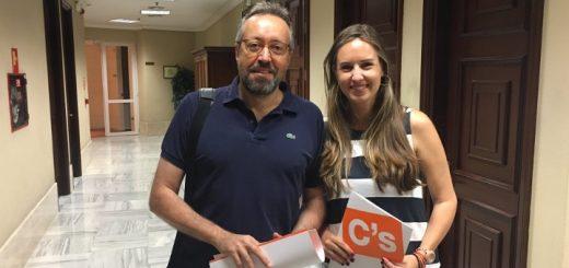 Melisa Rodríguez entrega junto a Girauta su acta de diputad para la XII Legislatura