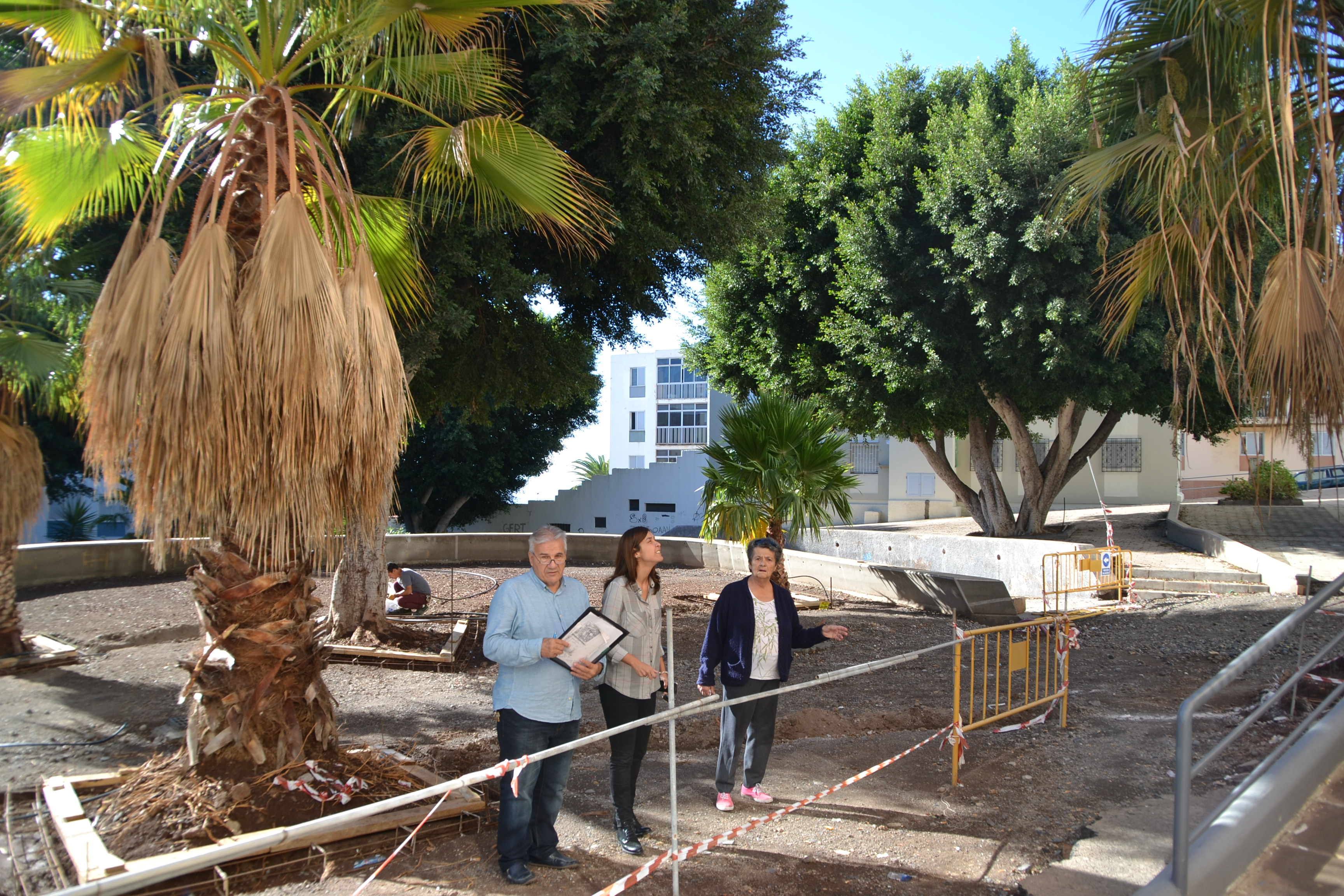 Parques y jardines prosigue con las labores de for Mantenimiento parques y jardines